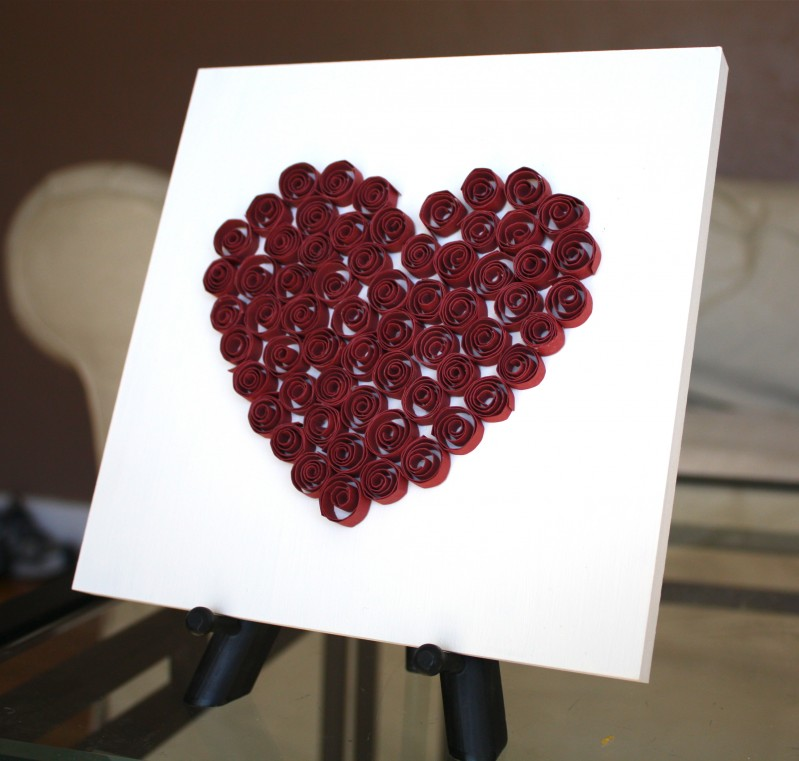 Quilled Heart Decor | Mabey She Made It #quilling #valentine #homedecor