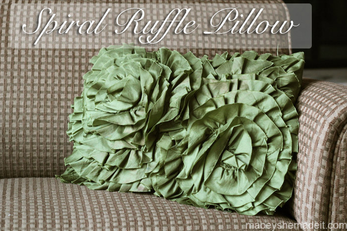 Spiral Ruffle Pillow | Mabey She Made It #ruffle #pillow #homedecor