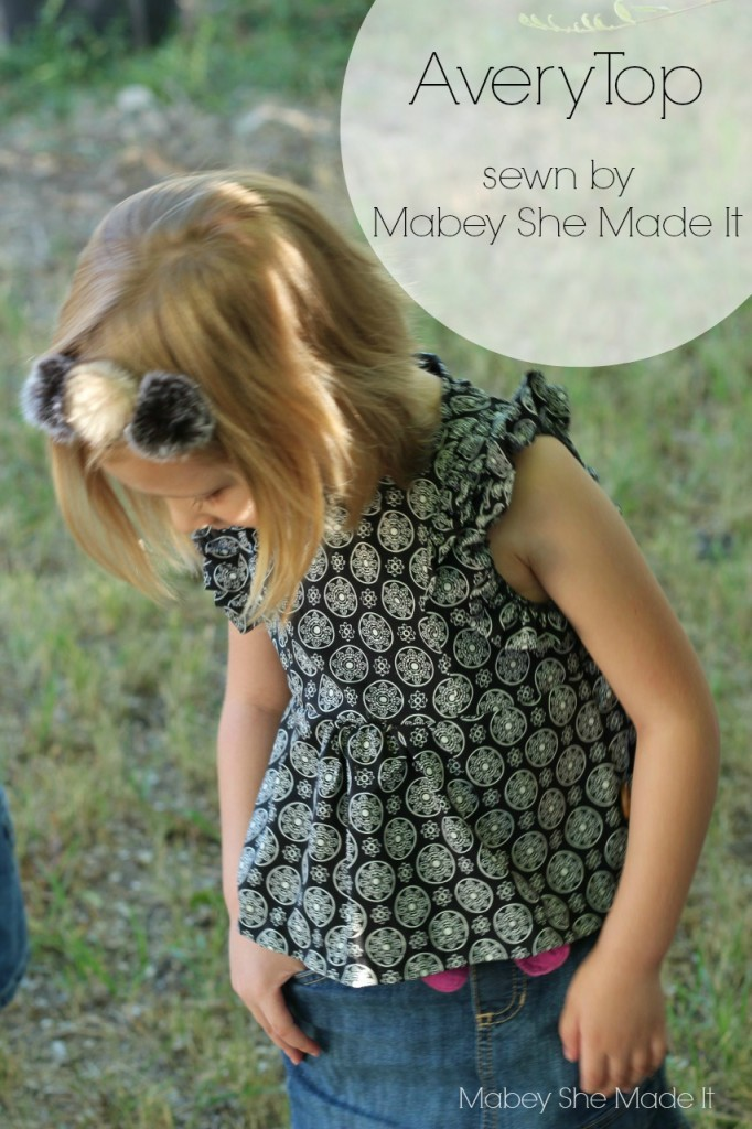 Avery Top by See Kate Sew | Mabey She Made It | #minime #sewing #sewingforkids #avery