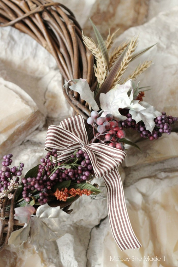 Easy Fall Wreath | Mabey She Made It | #fall #autumn #falldecor #wreath