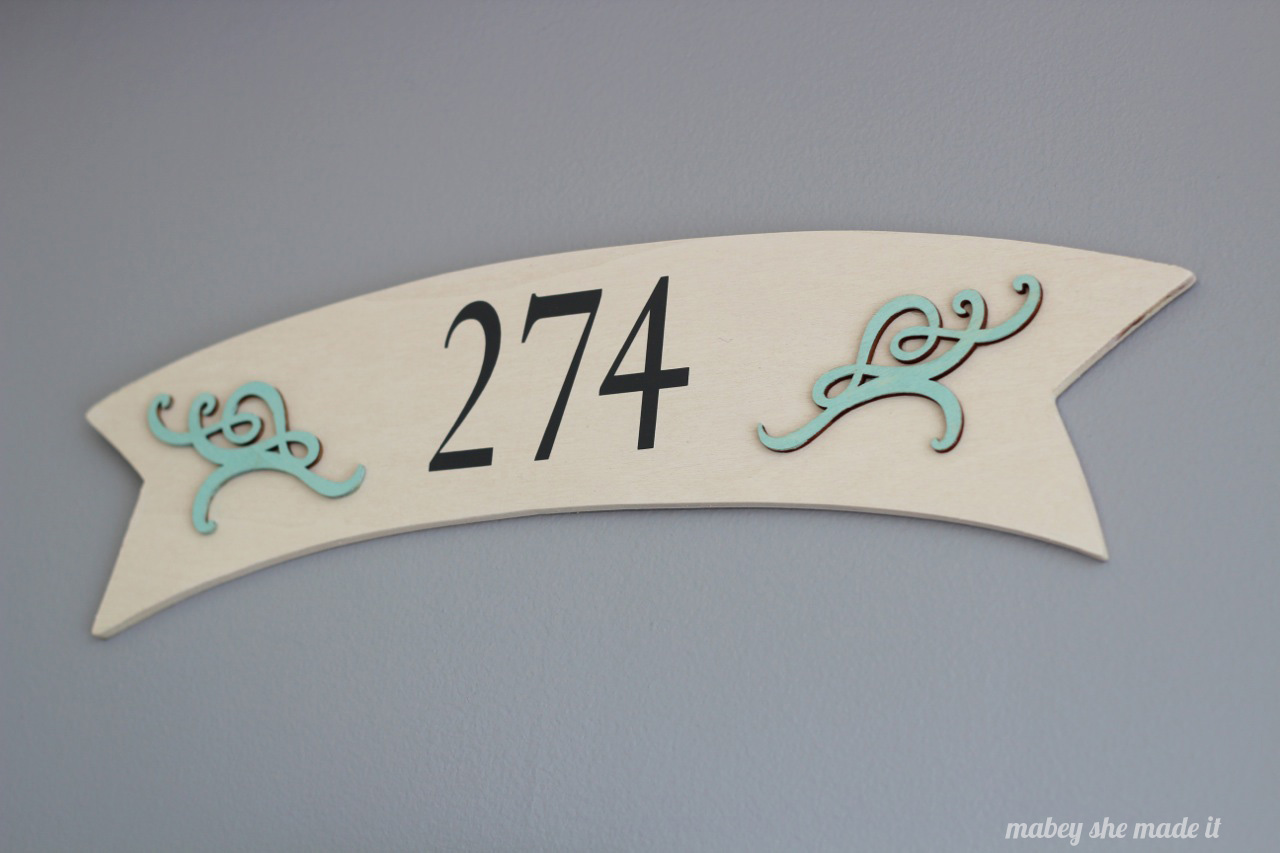 Front Door Address Banner | Mabey She Made It | #madewithmichaels #plaidcrafts