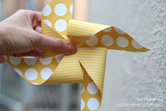 Pinwheel Tutorial and Template | Mabey She Made It | #pinwheel #summer