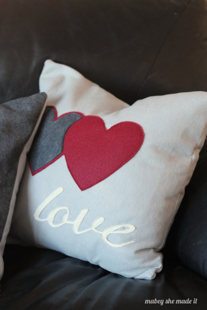 How to Make Christmas Felt Pillow Shams   Mabey She Made It   #christmas #pillowsham #homedecor #pillow